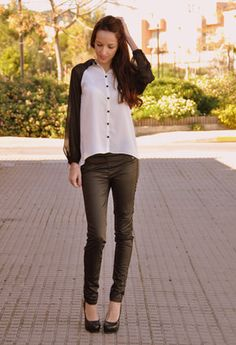 Blanco  Camisas / Blusas, Pull & Bear  Pantalones and Blanco  Tacones / Plataformas Ropa Pull And Bear, Topshop, Zara, Outfits, Black And White, Chic, My Style, Fashion, Trousers