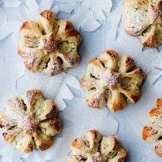 Itsenäisyyspäivän jälkiruoka kruunaa juhlan   Yhteishyvä Muffin, Breakfast, Food, Morning Coffee, Eten, Cupcakes, Muffins, Meals, Morning Breakfast