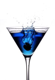 Peacock Wedding Ideas and Supplies: Choosing a Signature Cocktail for Your Wedding