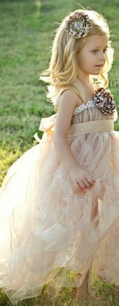 I like this take on the tutu dress for the flower girl. Robes Tutu, Flower Girl Hairstyles, Rings For Girls, Wedding With Kids, Bridesmaid Dresses, Wedding Dresses, Little Princess, Princess Flower, Here Comes The Bride