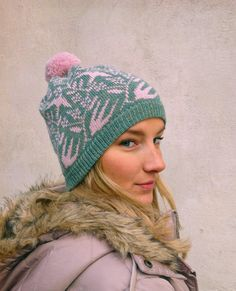 This super soft Lintunen hat by Kutova Kika is knitted with 100% Alpaca yarn. The delicate motif with swallows flying in a berry filled forest will