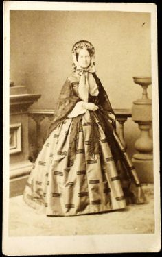 Cdv full-standing civil war era lady wearing bonnet
