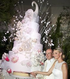 Prince Albert of Monaco and bride Princess Charlene cut their wedding cake. Because the bride is from South Africa, the cake was decorated with Proteas, South Africa's national flower. Princesa Charlene, Fürstin Charlene, Monaco Charlene, Royal Brides, Royal Weddings, Indian Weddings, World Biggest Cake, Vestidos Armani, Prince Albert Of Monaco