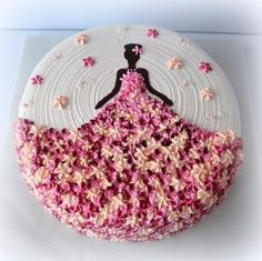 56 Trendy birthday cake decorating ideas kuchen You are in the right place about Birthday Cake Here we offer you the most beautiful pictures about the cute Birthday Cake you are l Cake Icing, Fondant Cakes, Cupcake Cakes, Buttercream Icing, Sweets Cake, Frosting, Dress Cupcakes, Buttercream Flowers, Baking Cupcakes