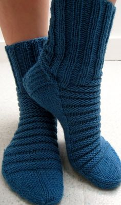 Chaussettes sur demande (taille, couleur, motif) Trending Outfits, Unique Jewelry, Handmade Gifts, Slippers, Etsy, Clothes, Fashion, Knits, Socks