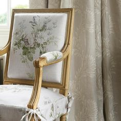 Constance & Lavinia #colefaxandfowler #newcollection #ss18 #fabrics #homefurnishings #chair #constance #classic #decoration #grey #green #dove #print #embroidery #homedecor #interiors #interiordesign #style #design #inspiration #textiles #home #style #house #florals