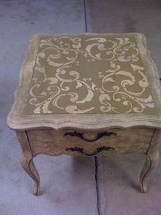 Was wondering how to salvage this exact table - great tips on how to use Annie Sloan Waxes with the chalk paint Chalk Paint Furniture, Hand Painted Furniture, Repurposed Furniture, Furniture Projects, Furniture Makeover, Diy Furniture, Furniture Inspiration, Annie Sloan, Decoration