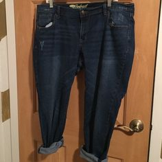 Old Navy Boyfriend Jeans Dark wash boyfriend jeans with distressing on right leg and left pocket. No stitching on back pocket. EUC. Old Navy Jeans Boyfriend
