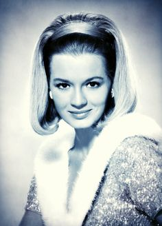 Classic Actresses, Hollywood Actresses, Actors & Actresses, Angie Dickinson, Timeless Beauty, Portrait, Goddesses, Pepper, Fox