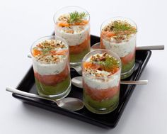 Smoked salmon verrines with avocado cream - Recipes Easy & Healthy Easy Healthy Recipes, Easy Meals, Smoked Salmon Recipes, Avocado Cream, 5 Ingredient Recipes, Roasted Sweet Potatoes, Cream Recipes, Snack, Appetizer Recipes