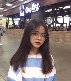 Korean Boys Ulzzang, Cute Korean Girl, Asian Girl, Asian Hair Bangs, Best Friend Poses, Ulzzang Hair, Girl Korea, Uzzlang Girl, Girl Photography Poses