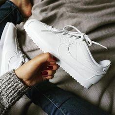 Sneakers women - Nike Cortez white (©️️runwithkrys)