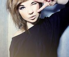 Want my hair like this but not that colour. Too much effort growing it long now.
