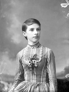 Victorian Hairstyles for Short Hair. 18 Luxury Victorian Hairstyles for Short Hair. Victorian Hairstyles for Short Hair Short Hairstyles For Women, Easy Hairstyles, Victorian Era Hairstyles, Budget Fashion, Women's Fashion, Fashion History, Female Fashion, Fashion Vintage, Vintage Clothing