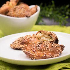 Die Mini Feta-Taschen sind low-carb und glutenfrei. Zudem sind sie ein perfekter Snack für Unterwegs und schmecken auch noch super.