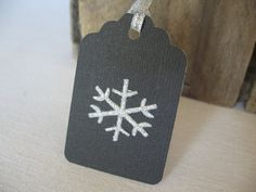 Silver Snowflake and Black Gift Tags Set of 6 par SnowNoseCrafts, $3,25
