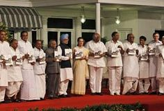 In Mamata Banerjee's absence, Mulayam Singh takes centre stage at UPA-II dinner