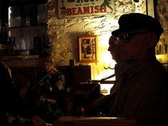Die Live Band, wegen der alle das Lokal gestürmt haben. Foto: Doris Lokal, Live Band, Ireland, Pictures, Musik, Irish