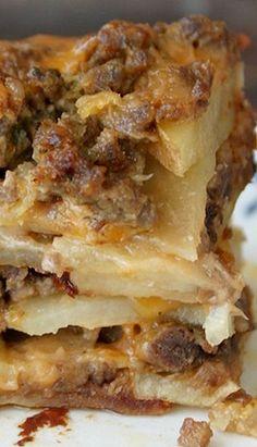 Meat and Potato Casserole` Casserole Dishes, Casserole Recipes, Meat Recipes, Dinner Recipes, Potato Casserole, Cooking Recipes, Cooking Food, Vegetarian Recipes, Gastronomia