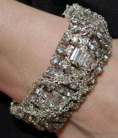 Kind jewelry