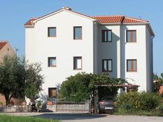 Apartment Beakovic no3 Porec Situated 900 metres from Plava Laguna Porec in Pore?, this air-conditioned apartment features a balcony. The apartment is 1.1 km from Porec Marina.  The unit is equipped with a kitchen. A TV is available. There is a private bathroom with a shower.