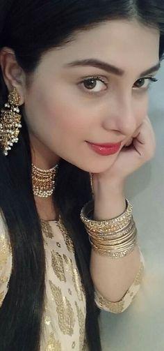AyEzA KhaN  !!!!!! Love Fashion, Girl Fashion, Mixed Models, Bridal Hijab, Pakistani Wedding Outfits, Ayeza Khan, Asian Bridal, Pakistani Actress, Indian Beauty