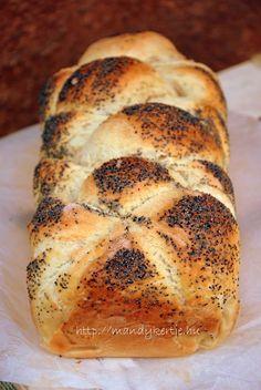 Mandy kertje és konyhája : Challah, az univerzális kalács Ring Cake, Challah, Homemade Pasta, Naan, Bagel, Scones, Biscuits, Cooking, Food