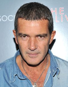 Antonio Banderas at event of The Skin I Live In Older Mens Hairstyles, Haircuts For Men, Straight Hairstyles, Cool Hairstyles, One Length Hair, Salt And Pepper Hair, Bald Hair, Male Pattern Baldness, Bald Men