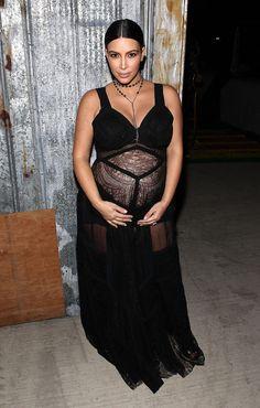 Kim Kardashian en robe Givenchy noire