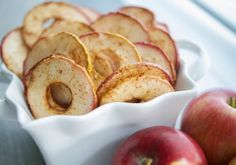 Cinnamon Apple Chips Recipe Lunch and Snacks, Desserts with apples, ground cinnamon, granulated sugar, cooking spray Easy Snacks, Healthy Snacks, Dessert Healthy, Vegan Snacks, Healthy Kids, Healthy Cooking, Healthy Eating, Apple Recipes, Snack Recipes