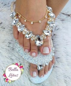 Beaded Shoes, Beaded Sandals, Peacock Shoes, Bridal Flip Flops, Shoe Makeover, Decorating Flip Flops, Shoe Refashion, Fashion Shoes, Fashion Jewelry