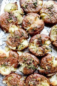 Rosemary Garlic Butter Smashed Potatoes Creamy potato on the inside with the baked crispy edges outside made extra good with garlic butter and rosemary in these easy smashed potatoes side dish. Potato Sides, Potato Side Dishes, Side Dishes Easy, Side Dish Recipes, Side Dishes For Chicken, Vegetable Side Dishes, Sides For Grilled Chicken, Sides For Chicken, Vegetarian Recipes