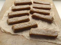 Recipe for homemade cashew cookie Nakd bars Gluten Free Treats, Vegan Treats, Vegan Snacks, Healthy Snacks, Healthy Protein, Healthy Eating, Baking Tins, Baking Recipes, Vegan Recipes