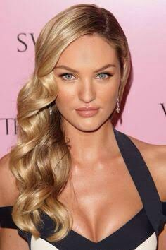 Perfect side hair for elegant and sleek ball look