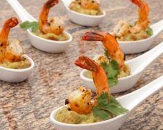 Bouchées guacamole et crevettes Fourchette & Bikini http://www.fourchette-et-bikini.fr/recettes/recettes-minceur/bouchees-de-guacamole-et-crevettes.html