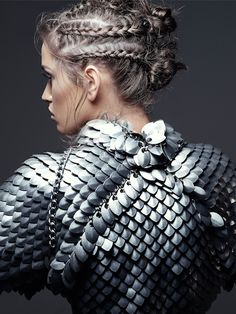 Colon, Angel - Woman In Fish-Scale Armor- Laurel DeWitt Editorial Mode Inspiration, Writing Inspiration, Character Inspiration, Fashion Inspiration, Dragon Age, Dragon Armor, Train Dragon, Dragon Slayer, Isabel Lucas