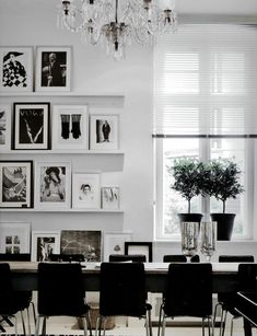 (shelves up the wall) beautiful black & white interior design. c/o Habitually Chic. Home Living, Living Spaces, Work Spaces, Room Inspiration, Interior Inspiration, Black And White Interior, Black White, White Art, Black And White Dining Room