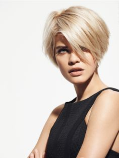 Styling naturale 'blow-dry' con maxi ciuffo (Franck Provost - 40 Ans de passion Collection 2015).