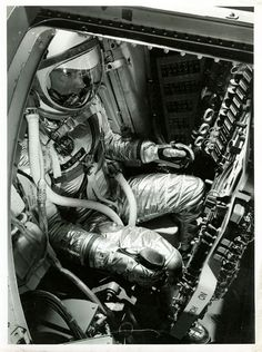 99 Fascinating Vintage NASA Photos – The Roosevelts Nasa Photos, Nasa Images, Gordon Cooper, Nasa Iss, Nasa History, Major Tom, Space Race, Space Program, Japanese Architecture