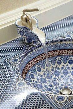 Detail persian sink