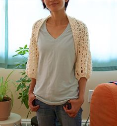 This shrug uses the same lace pattern as the ginkgo top(and almost the same stitch count!),but with much heavier yarn and larger hooks. Basically, a blown up version of the ginkgo lace pattern. A…