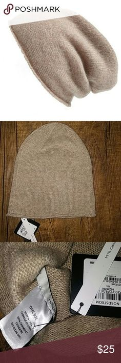 Halogen Cashmere Beanie 100% cashmere beanie by Halogen. In a biege oatmeal color. Very soft, lightweight and warm. Slouchy fit Halogen Accessories Hats
