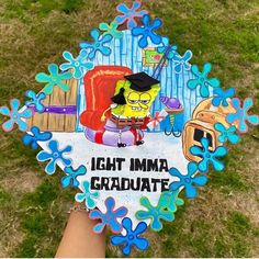 """""""I had a couple people look at me crazy when I told them I was putting Spongebob on my grad cap. Just know this is probably my favorite art piece I've ever done 😭😂"""""""
