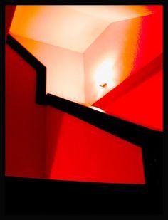 Black, red & light http://es.youtube.com/watch?v=7Pdd9VBSoag