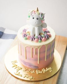 170 Likes, 10 Comments - Claire Colorful Birthday Cake, Doll Birthday Cake, Frozen Birthday Cake, Unicorn Themed Birthday, Cool Cake Designs, Birthday Cake Decorating, Dream Cake, Just Cakes, Drip Cakes