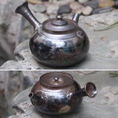 Tokoname Mayake teapots by Yamada Sou  #ceramics #pottery #teapot #kyusu #kyuusu #teatime #greentea #sencha #tea #japaneseceramics #japanesepottery #wabicha #wabipot #tokoname #woodfired #柴烧 #柴燒