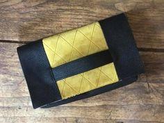 Pochette Cachôtin noir et jaune cousue par Valerie - Patron Sacôtin