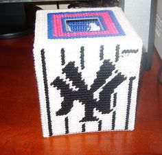 tissue box cover yarn and plastic canvas