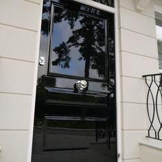 Black Exterior Doors, Black Front Doors, Wooden Front Doors, Painted Front Doors, Solid Doors, Modern Entrance Door, Front Door Entrance, External Wooden Doors, Glam House