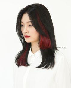 Secret Hair Color two tone 2 Tone Hair Color, Two Toned Hair, Hair Dye Colors, Creative Hairstyles, Latest Hairstyles, Medium Hair Styles, Short Hair Styles, Hair Extension, Hair Hacks